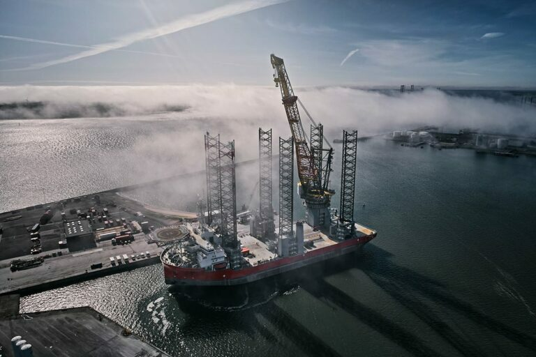 pacific-osprey-with-new-crane-boom-in-the-port-of-esbjerg-2-768x512