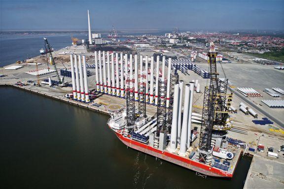 Vindmølleelementer klar til at blive fragtet fra Esbjerg Havn