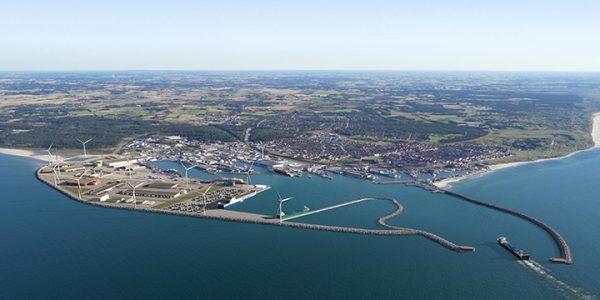 Foreløbigt udkast til den kommende havneudvidelse, som forventes at stå færdig i 2025-26. Placering og antal af vindmøller er endnu ikke fastlagt. Foto Hirtshals Havn