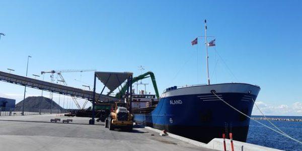 Såkaldt Short Sea Shipping kan blive en grøn løsning på fremtidens godstransport i Europa. Her et billede fra Vordingborg Havn, der deltager i INCONE60-projekter, der laver målinger på transportdata for Short Sea Shipping. Foto: Danske Havne