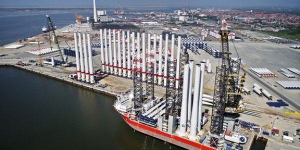Vindmølleelementer klar til at blive fragtet fra Esbjerg Havn. Arkivfoto: Esbjerg Havn